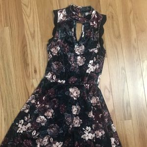 Keyhole velvet floral dress